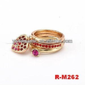 Fashion wedding gold ring with colourful heart