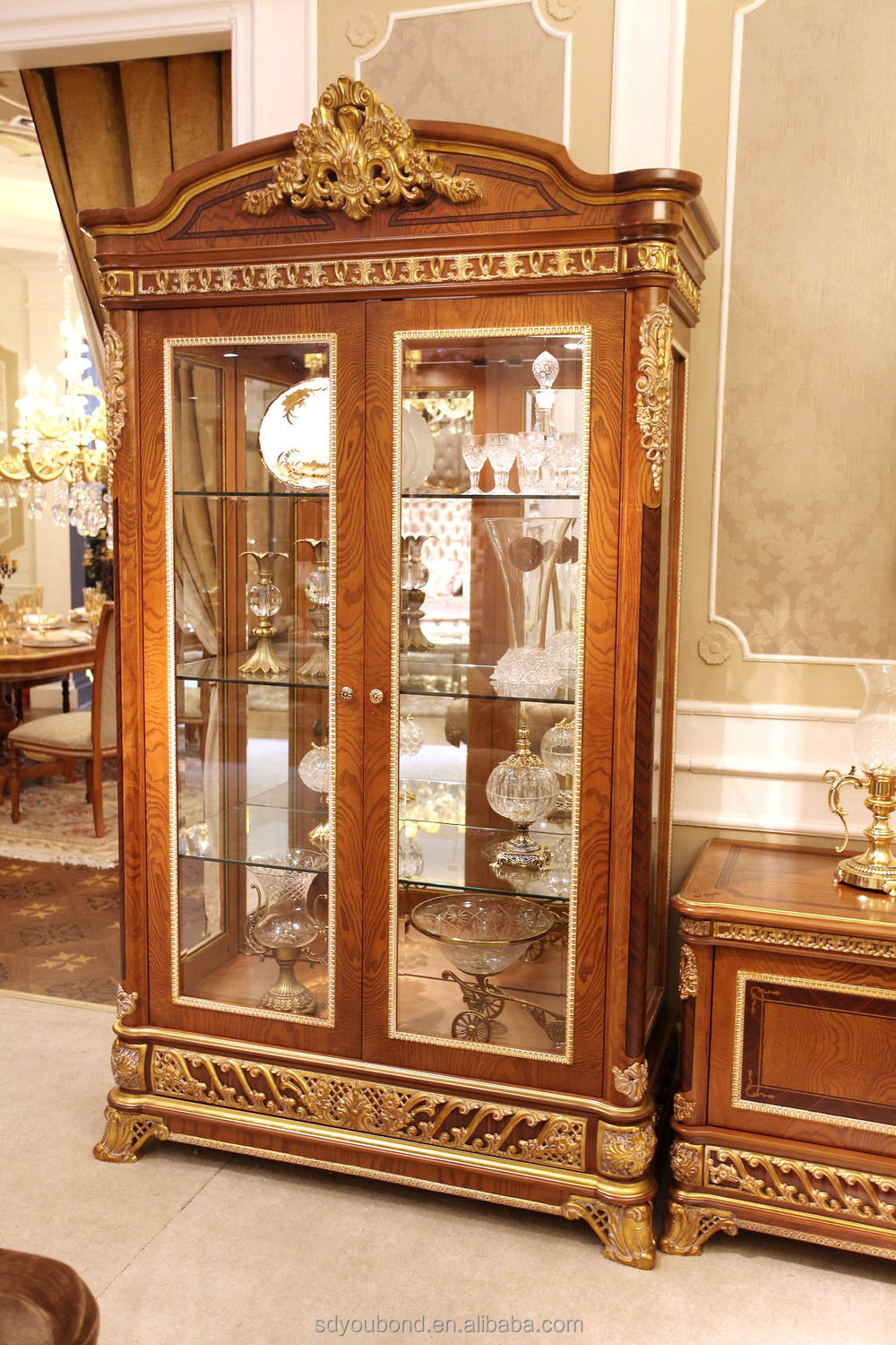 2015 0062 italian classic antique living room display for Best time of year to purchase furniture