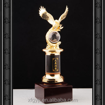 Chinese resin eagle statue/replica eagle trophy/golden eagle award