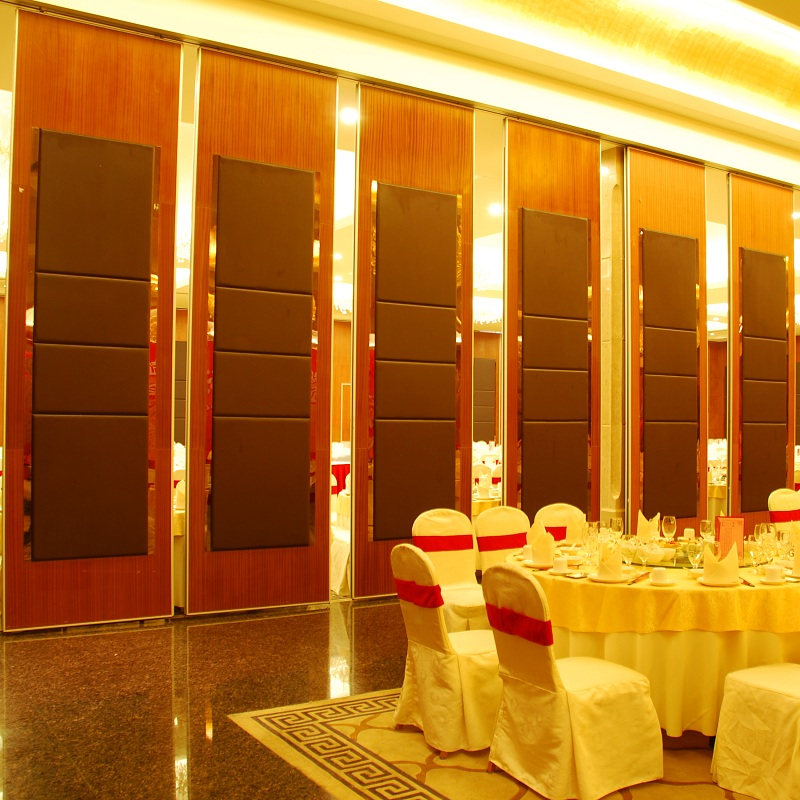 Modern Furniture Custom Design Wooden Surface Movable Folding Partition Walls For Restaurant