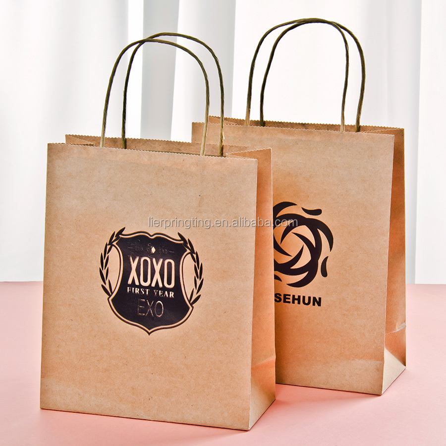 LE Good quality 157gsm brown hologram paper gift bag with round paper tag