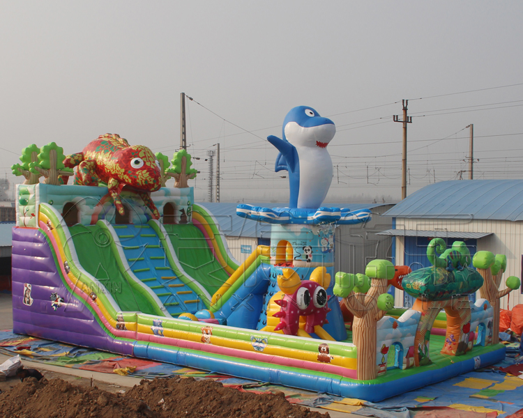 Widely used commercial cheap popular chameleon design inflatable bouncers for sale