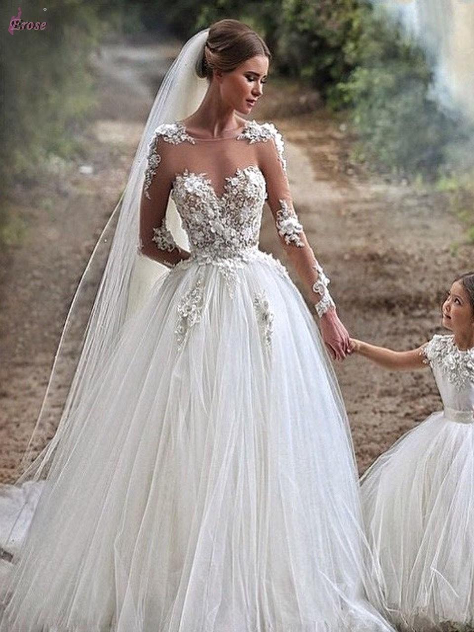 robe de mari e avec manche longue id es et d 39 inspiration sur le mariage. Black Bedroom Furniture Sets. Home Design Ideas