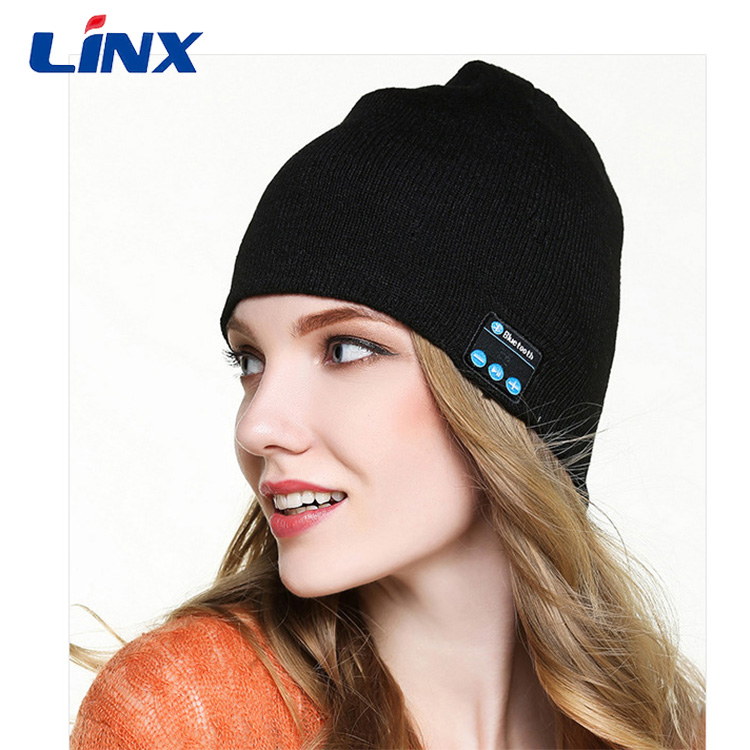 Fashion wireless beanie hat with headphones