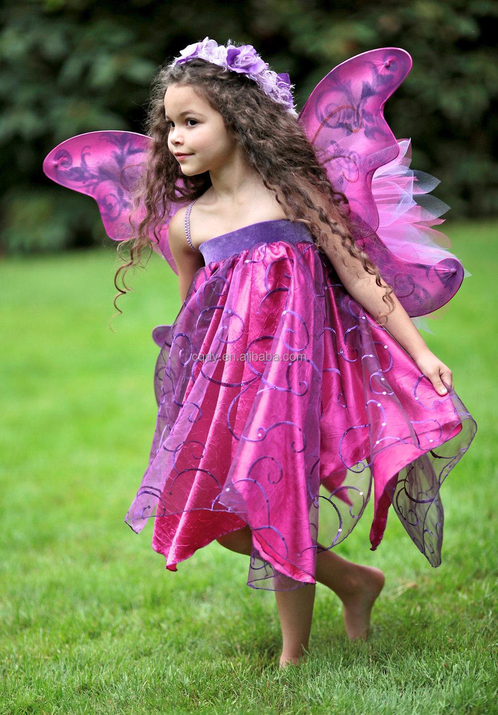 nueva llegada muchacha de hadas vestido con alas de de fiesta para