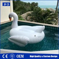 2017 summer big sale inflatable plastic toy swan boat with flamingo drink holder
