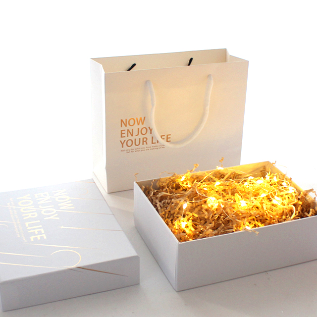 Custom Decorative Luxury Candle Packaging Boxes With Gold Paper