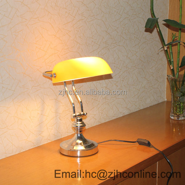 Gs/ce/rohs Certificate Golden Solid Brass Banker Glass Lamp