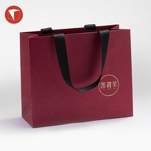 Custom logo gift bag verpakking goud folie hot stamping <span class=keywords><strong>papieren</strong></span> <span class=keywords><strong>zak</strong></span> voor thee, china platte bottom stand up kraft <span class=keywords><strong>papieren</strong></span> <span class=keywords><strong>zak</strong></span> met handvat