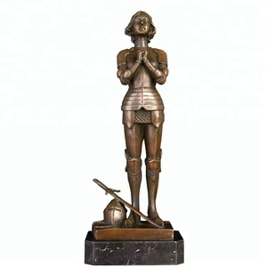 Handmade metal medieval knight statue brass knight statue home decor and table decor best quality for online selling sculpture