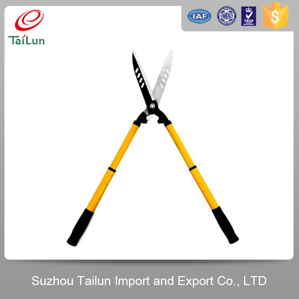 pruner of cutting high tree with telescopic long reach handle
