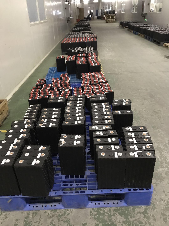 Batteria al litio Solare Bagagli LFP 3.2 V 100Ah LiFePO4 Cella Prismatica Per 12 V 24 V 48 V 72 V 96 V 100Ah Batteria 200Ah 400Ah EV
