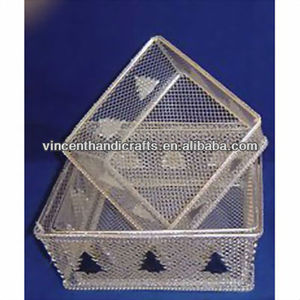 High quality square metal wire mesh fruit gift baskets with Christmas tree decorative