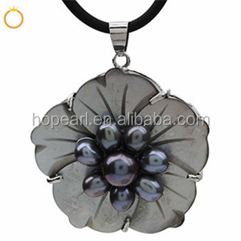MOP459 Genuine Freshwater Black Pearls with Carved Flower Shell Pendant