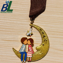Customized Glitter Filling 3D Embossed Lover Souvenir Medal for Gift