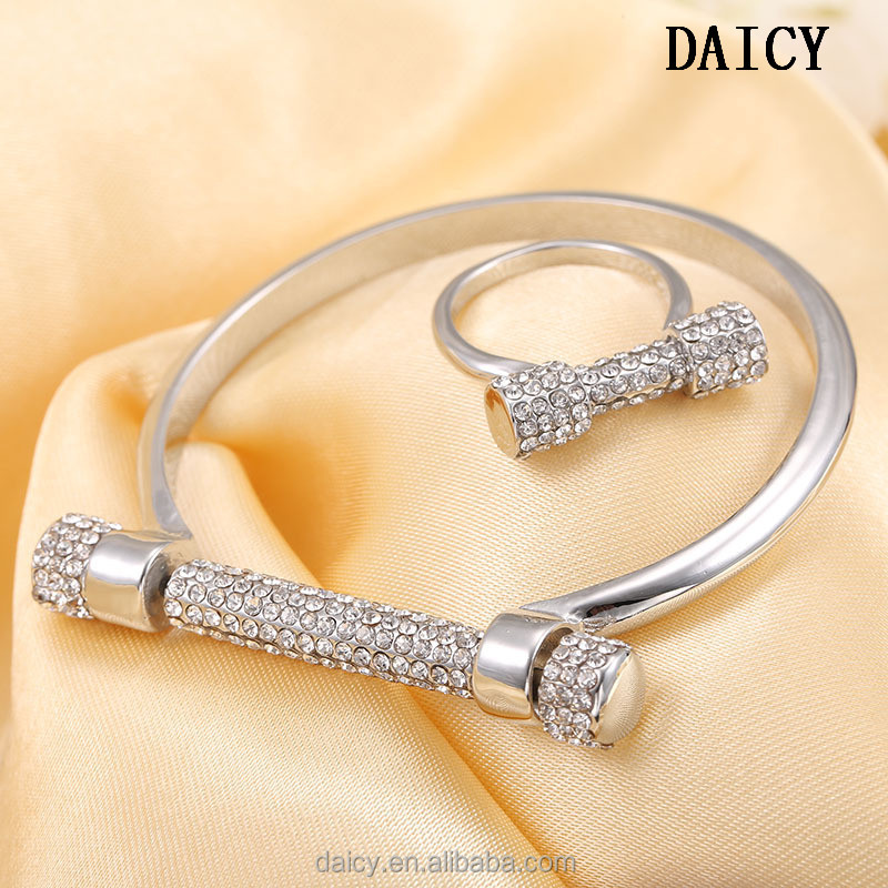 DAICY new fashion women high polished Micro-inlaid zircon D shape screw bangle