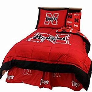 Nebraska Cornhuskers (5) Piece QUEEN Size Reversible Comforter Set - Set Includes: (1) QUEEN Size Comforter, (2) Shams and (2) Standard Size Solid Color Pillowcases