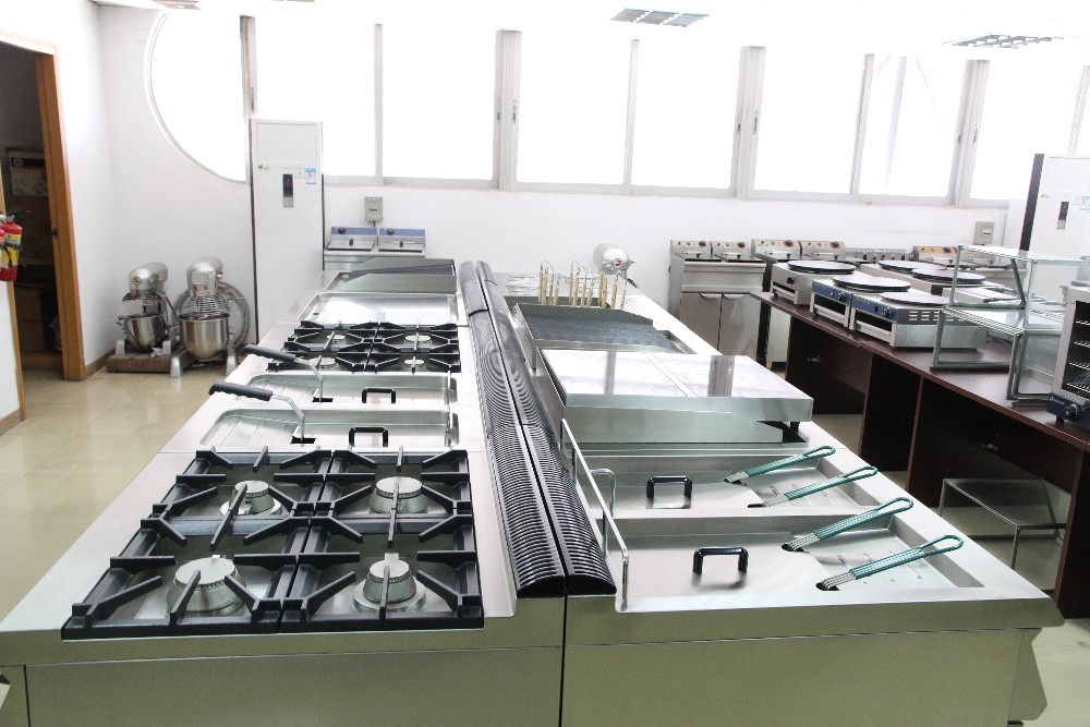 Wholesale Commercial Kitchen Equipment Tops Gas Cooking Range 4 Burner With Oven Cookers Lgr 94v