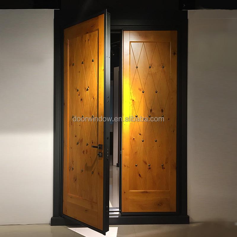 Keamanan Pintu Eksterior Panel Pintu Desain Rumah Knotty Alder