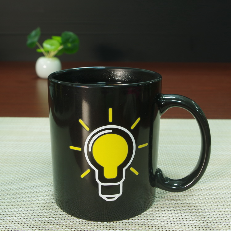 the light bulb shaped magic color changing ceramic stoneware mug coffee tea cup
