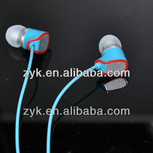 2014New Product With Powerful Subwoofer Earphone In Ear Colorful Cheap Earphones with mic