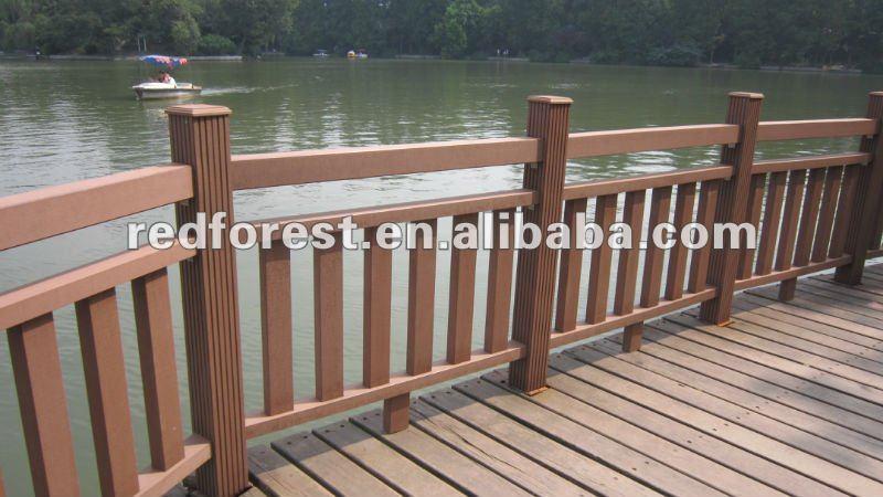 Barandas madera barandas de hierro pintado con parantes for Balcones madera exterior