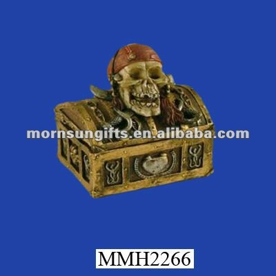 Pirate skull polyresin vintage treasure chest