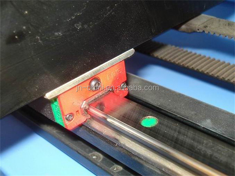 Wholesale Engraving And Cutting Auto Feeding Leather / Fabric / Cloth