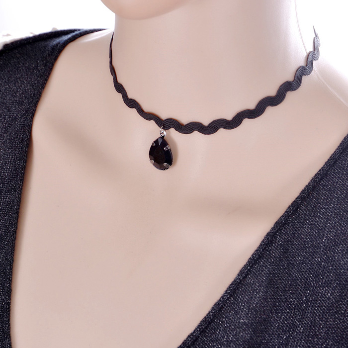 Latest design girls top necklace imitation gemstone drop black choker