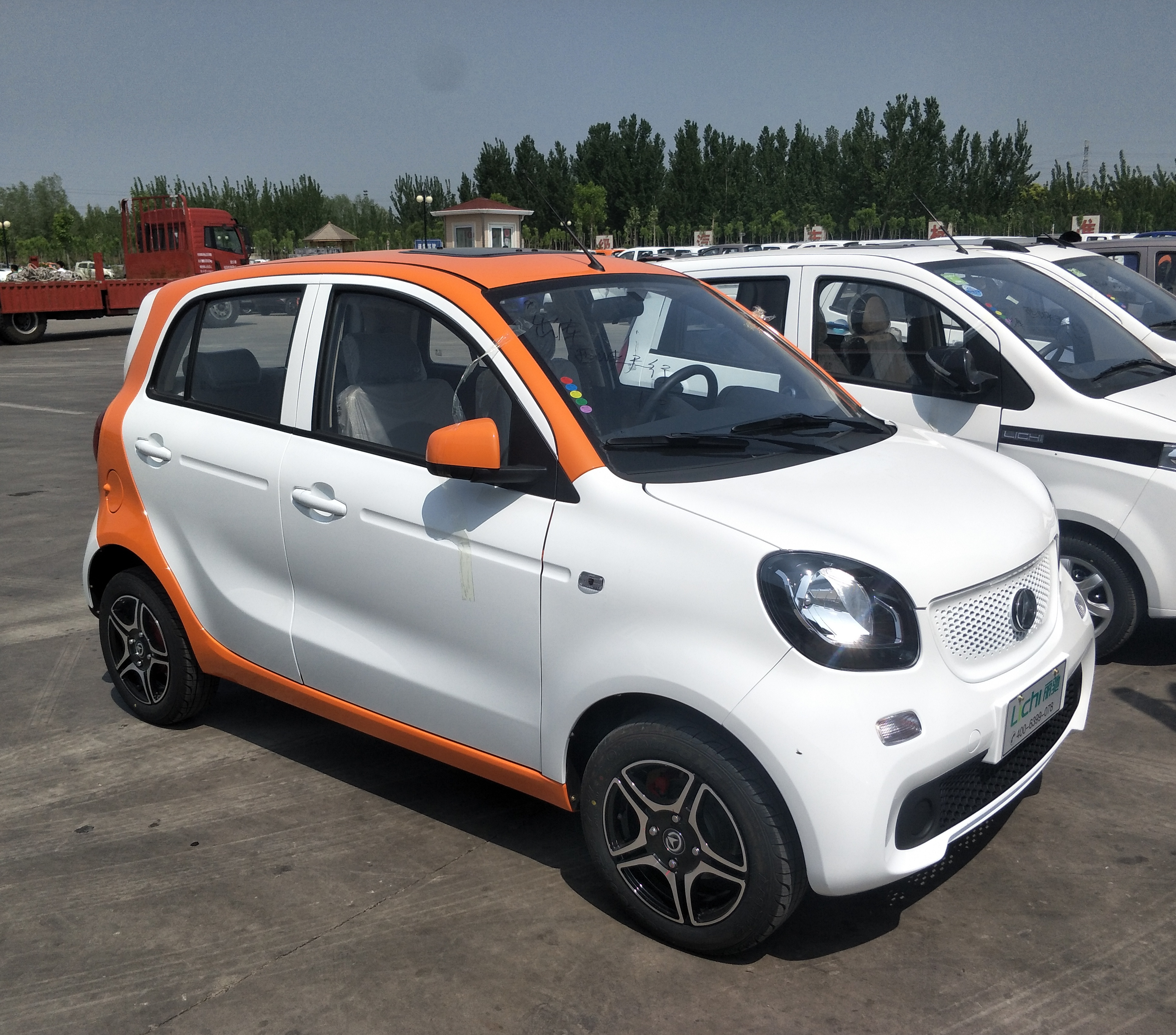 Fashionable 4 Seats Smart New Energy Electric Car With 5 6kw Motor Good For Taxi And Family Use