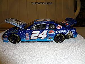 Jeff Gordon 1999 #24 Dupont / Star Wars Episode 1 1/24 Scale Chevy Monte Carlo