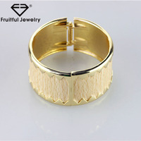 2017 Hot sale jewelry Bright gold wide spring buckle alloy bracelet 18k gold watch bangles design
