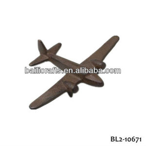 Wholesale high quality garden decor metal cast iron airplane animal figurines