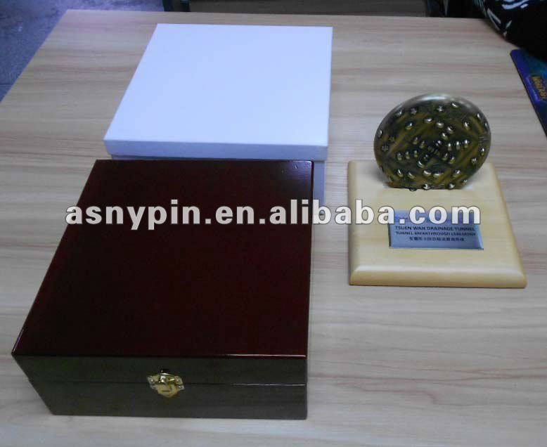 gold award commemorative coin with gift wooden box