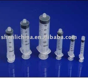disposable luer-lock syringe with plastic tip