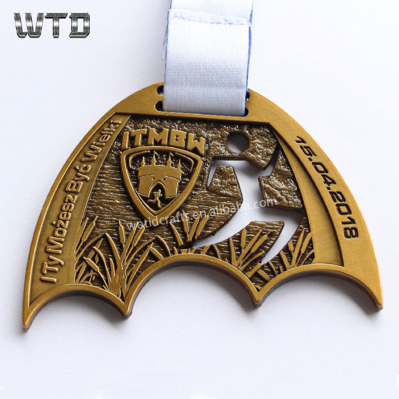 2018 Customized diecast metal souvenir medal engraved logo metal medal WM1673