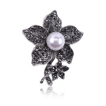 Retro Gun Black Ancient Silver Pearl Brooch Alloy Flower Brooch Ladies Pin
