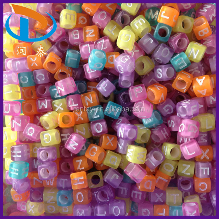 Low Price 6*6MM 4100Pcs Mixed Clear Color White Letters Cube Plastic Acrylic Alphabet Letter Beads