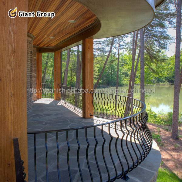 Barandales para balcones jardin barandillas y pasamanos for Balcones madera exterior