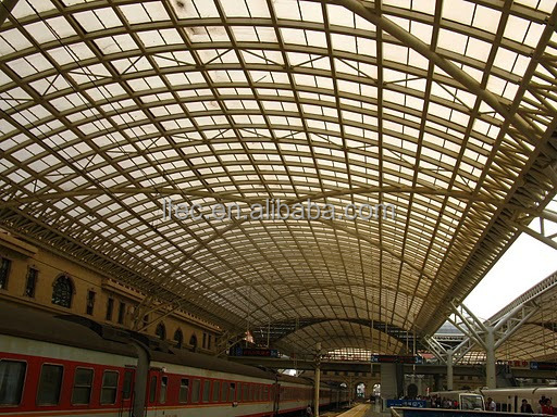 Roof latticed truss structure for train station