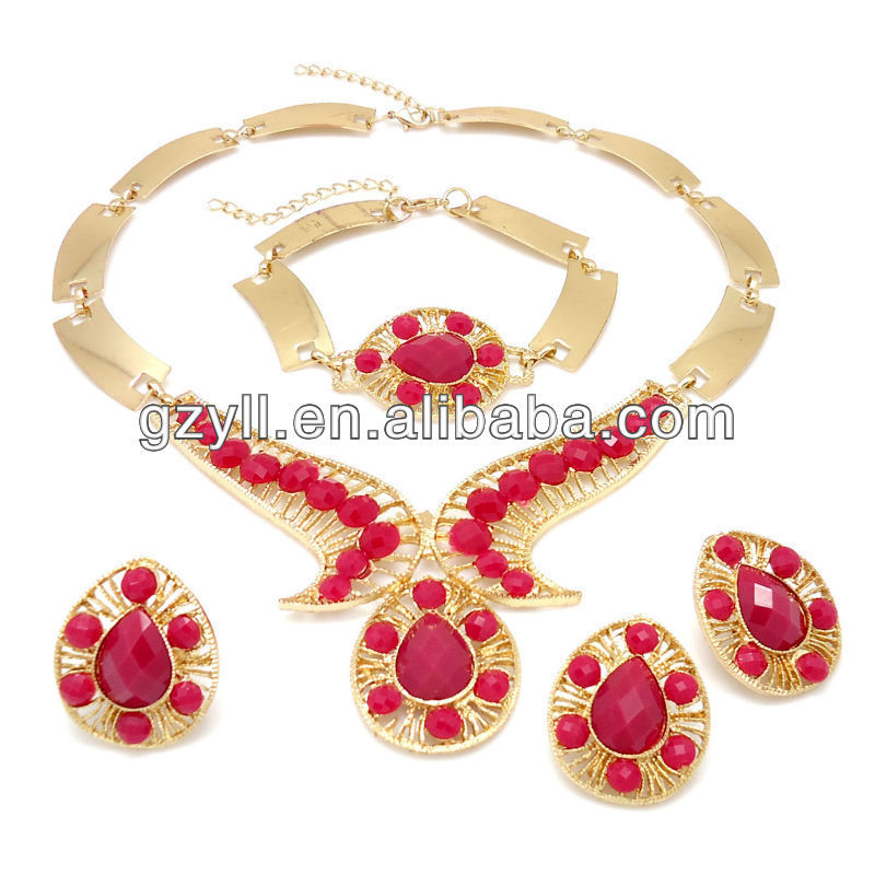 Heart shape necklace jewelry set with elegant pendant