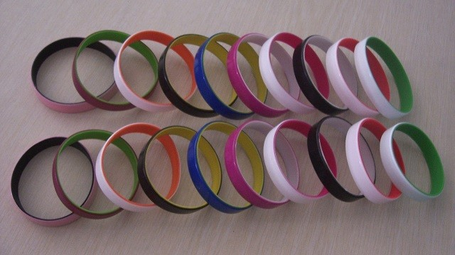 Customized 12mm Color Coated Silicone Bracelets,High Quality Silicone Bracelets