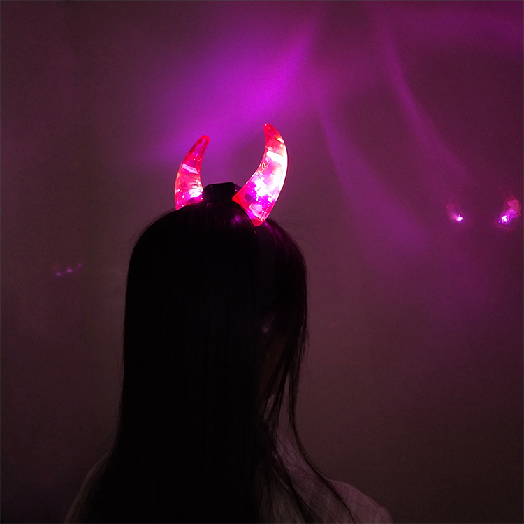 Картинки на аву для девочек крутые с рожками дьявольскими