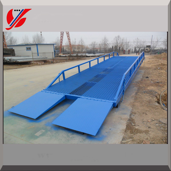Hydraulic portable loading dock ramp/tailgate ramp