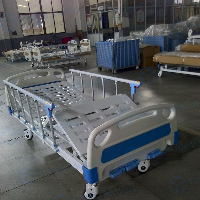 3 Cranks High Quality YFC361L Hospital Manual Bed For Sale