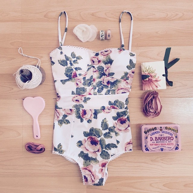 Горячая распродажа 2015 красота леди летом стиль печать новинка сексуальный пляж один штук белый краткая повелительницы лучшая любовь