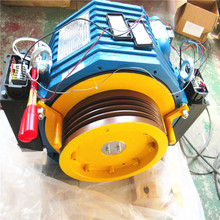Hot Selling Elevator Gearless Motor Traction Machine , Lift Tractor