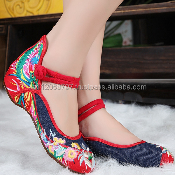 Chinese Style Casual Women Old Beijing Soft Sole Flower Embroidered Denim Shoes