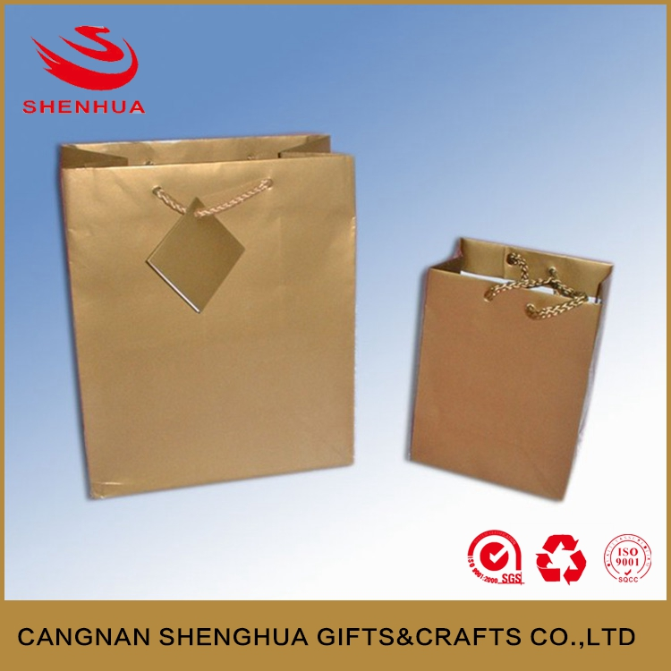 custom made cheap metallic paper bag with tag