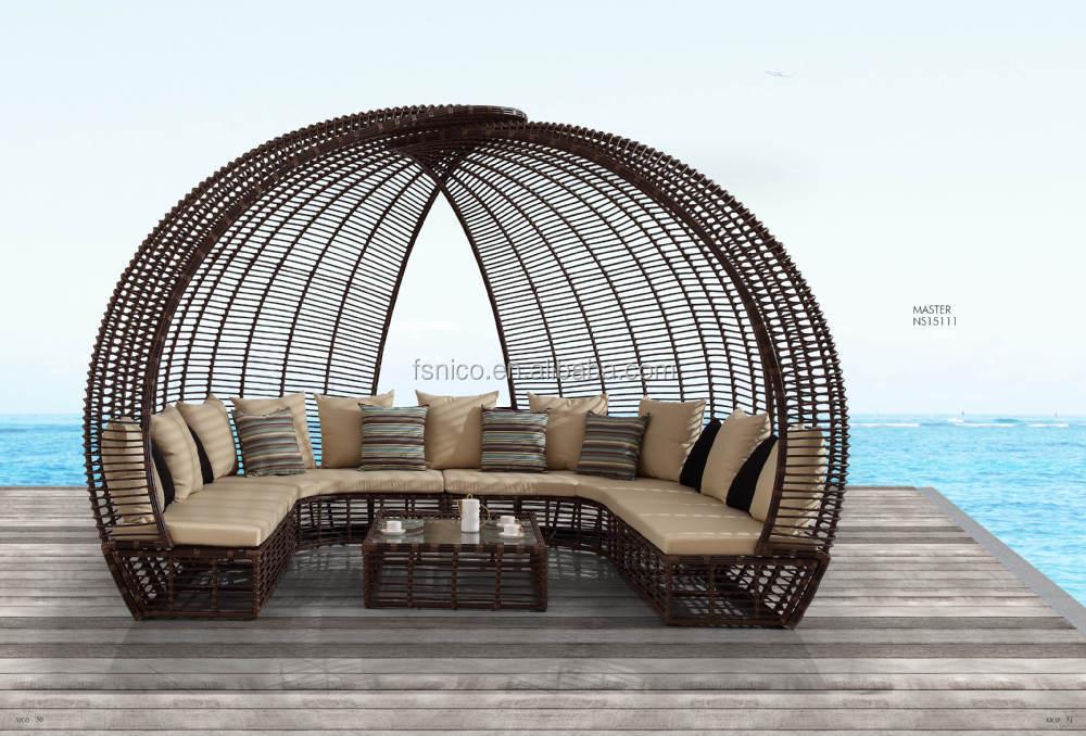 Great Wicker Canopy Bed Outdoor Sunbed